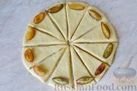 Фото приготовления рецепта: Дрожжевые булочки на кефире, со сливами - шаг №13