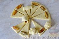Фото приготовления рецепта: Дрожжевые булочки на кефире, со сливами - шаг №14