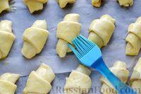 Фото приготовления рецепта: Дрожжевые булочки на кефире, со сливами - шаг №16