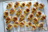 Фото приготовления рецепта: Дрожжевые булочки на кефире, со сливами - шаг №19