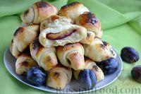 Фото приготовления рецепта: Дрожжевые булочки на кефире, со сливами - шаг №20