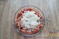 Фото приготовления рецепта: Запеканка из свиного фарша с кабачками, рисом и брусникой - шаг №6