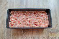 Фото приготовления рецепта: Запеканка из свиного фарша с кабачками, рисом и брусникой - шаг №9