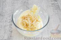 Фото приготовления рецепта: Творожная запеканка с яблоком (в микроволновке) - шаг №4