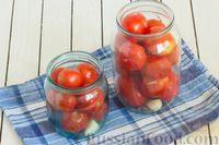 Фото приготовления рецепта: Помидоры в томатном соке на зиму - шаг №6
