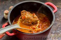Фото приготовления рецепта: Тушёная говядина в соусе из помидоров - шаг №14