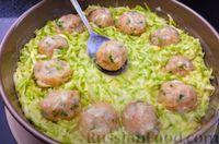 Фото приготовления рецепта: Запеканка из кабачков с фрикадельками - шаг №7