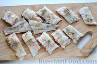 Фото приготовления рецепта: Минтай, тушенный в сметанно-майонезном соусе - шаг №4