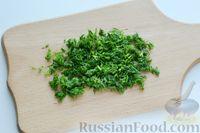 Фото приготовления рецепта: Минтай, тушенный в сметанно-майонезном соусе - шаг №5