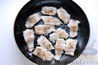 Фото приготовления рецепта: Минтай, тушенный в сметанно-майонезном соусе - шаг №8