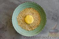 Фото приготовления рецепта: Медовое песочное печенье с грецкими орехами - шаг №8