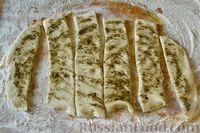 Фото приготовления рецепта: Чесночный хлеб «Улитка» - шаг №11