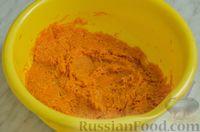 Фото приготовления рецепта: Закусочный рулет из моркови со сливочным сыром и зеленью - шаг №9