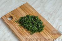 Фото приготовления рецепта: Закусочный рулет из моркови со сливочным сыром и зеленью - шаг №13