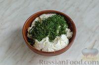Фото приготовления рецепта: Закусочный рулет из моркови со сливочным сыром и зеленью - шаг №14