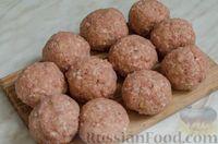 Фото приготовления рецепта: Свиные тефтели, тушенные в миндальном соусе с белым вином - шаг №5