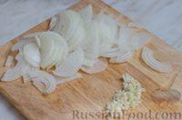 Фото приготовления рецепта: Свиные тефтели, тушенные в миндальном соусе с белым вином - шаг №10