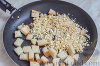 Фото приготовления рецепта: Свиные тефтели, тушенные в миндальном соусе с белым вином - шаг №14