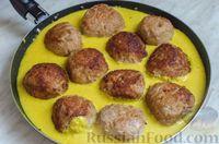 Фото приготовления рецепта: Свиные тефтели, тушенные в миндальном соусе с белым вином - шаг №21