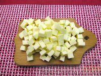 Фото приготовления рецепта: Морковный суп-пюре с яблоками и моцареллой - шаг №7