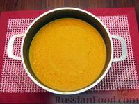 Фото приготовления рецепта: Морковный суп-пюре с яблоками и моцареллой - шаг №6