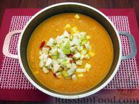 Фото приготовления рецепта: Морковный суп-пюре с яблоками и моцареллой - шаг №10