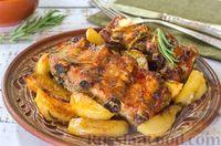 Фото приготовления рецепта: Свиные рёбрышки с розмарином, чесноком и мёдом, запечённые с картофелем - шаг №13