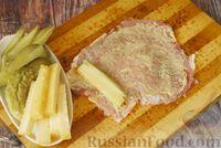 Фото приготовления рецепта: Мясные рулетики с сыром, маринованными огурцами и горчицей - шаг №8