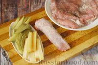 Фото приготовления рецепта: Мясные рулетики с сыром, маринованными огурцами и горчицей - шаг №9