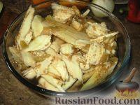 Фото приготовления рецепта: Баклажанные лодочки с овощами и фаршем - шаг №3