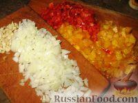 Фото приготовления рецепта: Баклажанные лодочки с овощами и фаршем - шаг №4