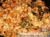 Фото приготовления рецепта: Баклажанные лодочки с овощами и фаршем - шаг №5