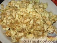 Фото приготовления рецепта: Баклажанные лодочки с овощами и фаршем - шаг №6