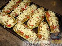 Фото приготовления рецепта: Баклажанные лодочки с овощами и фаршем - шаг №8