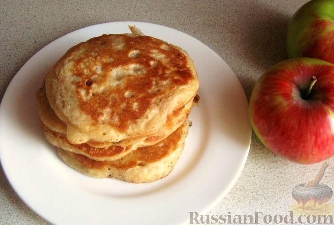 Рецепт Дрожжевые оладушки на молоке с яблоками