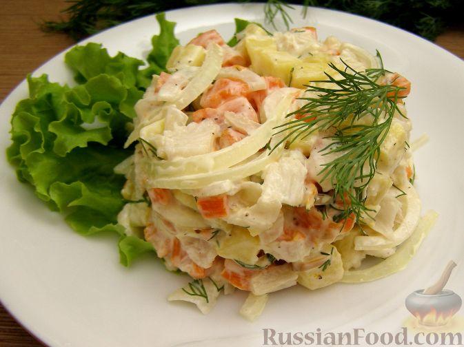Рецепт Овощной салат с рыбой и маринованным луком
