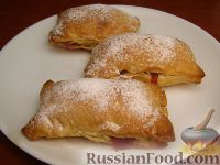 Фото к рецепту: Пирожки-слойки с малиной