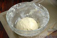 Фото приготовления рецепта: Дрожжевые лепёшки на молоке, с картофелем и зелёным луком - шаг №6