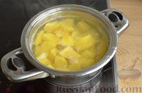 Фото приготовления рецепта: Дрожжевые лепёшки на молоке, с картофелем и зелёным луком - шаг №8
