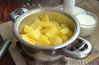 Фото приготовления рецепта: Дрожжевые лепёшки на молоке, с картофелем и зелёным луком - шаг №11