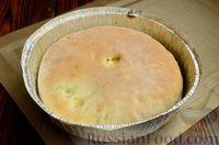 Фото приготовления рецепта: Дрожжевые лепёшки на молоке, с картофелем и зелёным луком - шаг №18