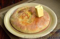 Фото приготовления рецепта: Дрожжевые лепёшки на молоке, с картофелем и зелёным луком - шаг №19