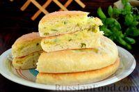 Фото приготовления рецепта: Дрожжевые лепёшки на молоке, с картофелем и зелёным луком - шаг №21