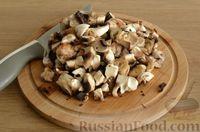 Фото приготовления рецепта: Скумбрия, запечённая с сельдереем и грибами (в фольге) - шаг №5