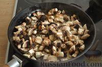 Фото приготовления рецепта: Скумбрия, запечённая с сельдереем и грибами (в фольге) - шаг №6