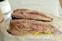 Фото приготовления рецепта: Скумбрия, запечённая с сельдереем и грибами (в фольге) - шаг №11