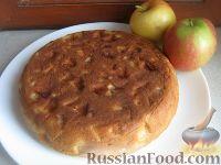 Фото к рецепту: Пышный бисквит с яблоками (в мультиварке)