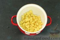 Фото приготовления рецепта: Рисовый суп с зелёным горошком и овощами - шаг №2