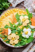Фото приготовления рецепта: Слоёный салат с курицей, морковью по-корейски, солёными огурцами, сыром и кукурузой - шаг №16