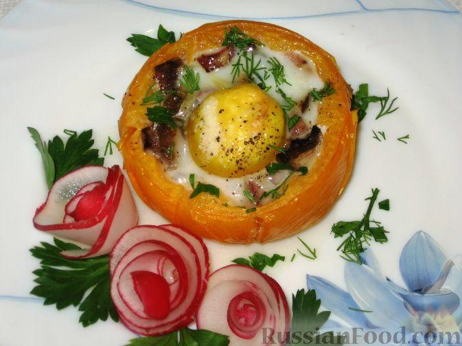 Рецепт Яичница с ветчиной и грибами в помидоре